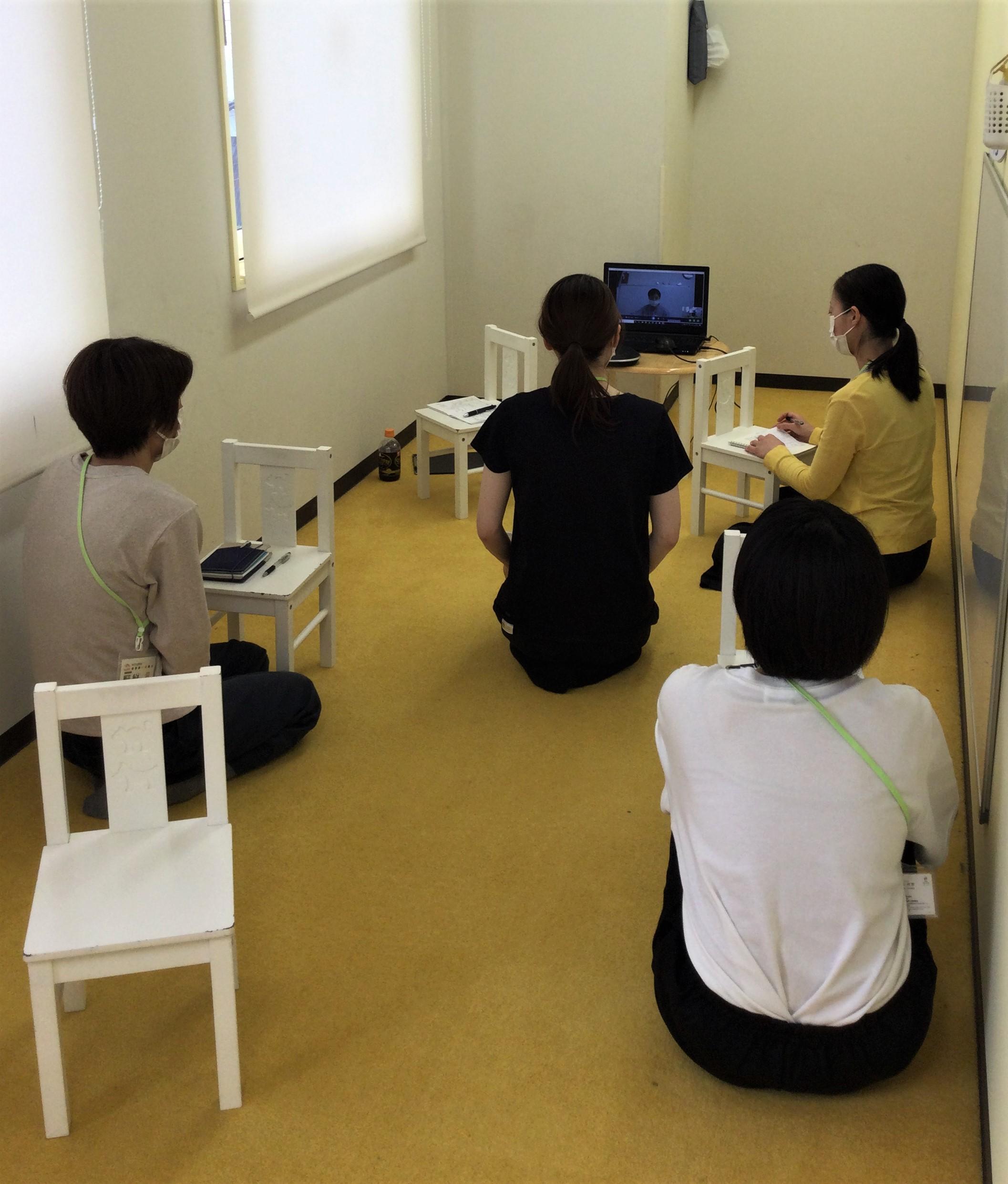 【神戸三宮】職員勉強会の様子